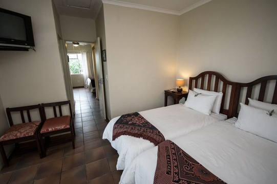 Family unit with inter-linking door to Double room at Nabana Lodge, affordable accommodation near Hazyview
