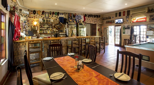 Accommodation in Hazyview - Sportman's Pub at Nabana Lodge