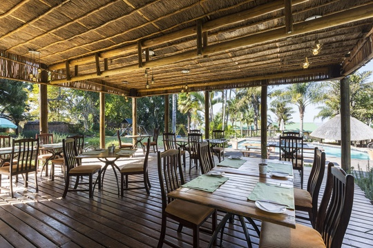 Restaurant Hayview outdoor dining, Thyme restaurant at Nabana Lodge Hazyview el fresco dining