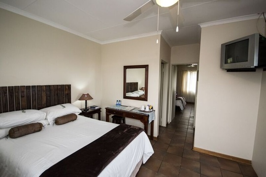 The double en-suite room at Nabana Lodge can be opened to the adjoining twin room en-suite as a family unit for easy access to children