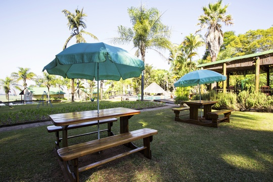 Accommodation lodge Hazyview with relaxed , Nabana Lodge Hazyview garden relaxed dining