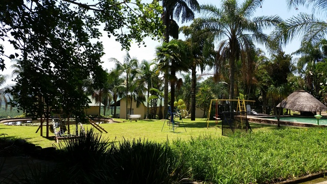 Safe area for children to p;ay and swim at Nabana Lodge, affordable accommodation near Hazyview
