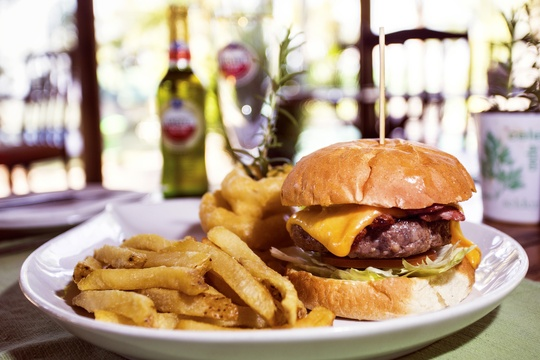 Hazyview best burgers, Thyme restaurant at Nabana Lodge Hazyview burger specials
