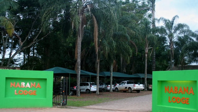 Entrance to Nabana Lodge large car park